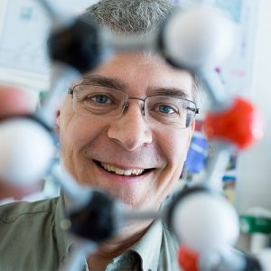 Chemistry professor wins top prize for contributions to chemistry education